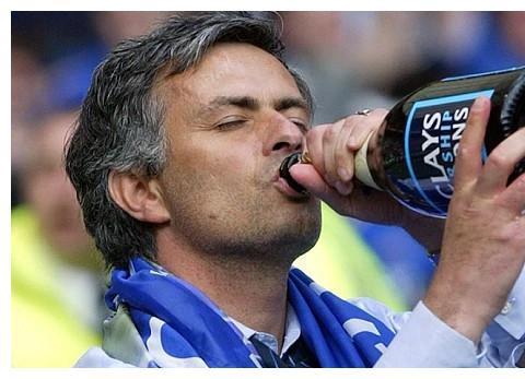 穆帅认为,执教切尔西与曼联,兰帕德与索帅压力更小,3方面解读