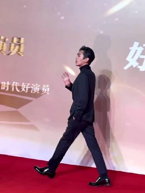 中国电视好演员红毯,男粉对张若昀表白:张若昀我爱你!!!!……