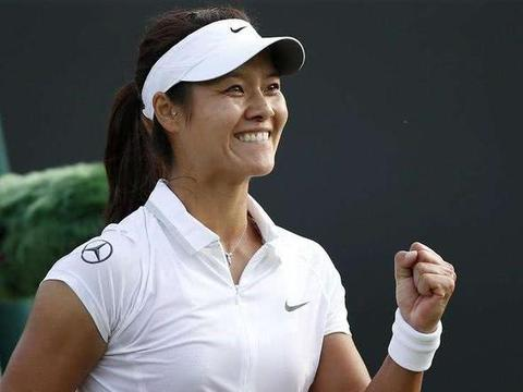 网球职业运动员李娜录制节目,气质不输女星,老公携孩子陪同
