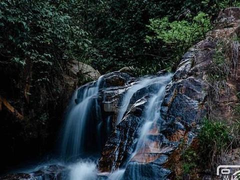 江西红峰村的溪流瀑布,距于都县城18公里,地处大山少有人知道