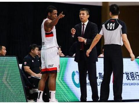 郭士强爱将有着外国面孔!在篮球节目中走红,女友见证他进入CBA