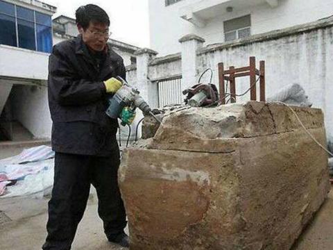 男子拆宅基地挖到棺材,吸引了一批专家,让人倒吸一口凉气
