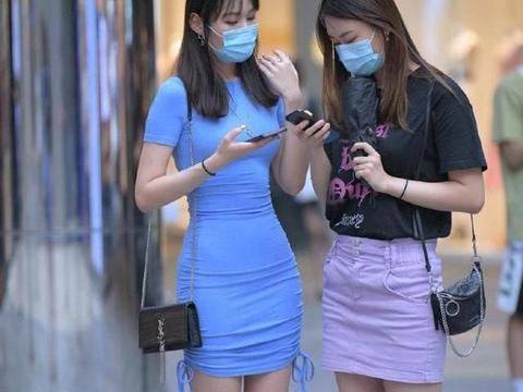 蓝包臀裙,配合拉绳设计,穿着别致风情