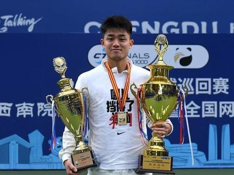 网球中巡赛成都收官,吴易昺伤愈回归全胜夺冠,中国男网还是看他