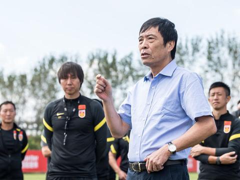 国足天降喜讯!亚洲足球先生无缘世预赛,李铁重燃世界杯希望