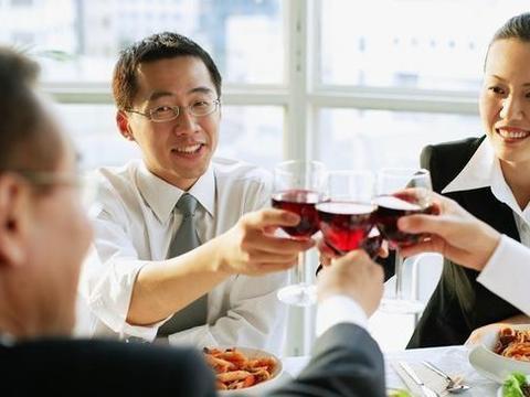 饭局上,聪明人一定不会做的五件事,否则必遭人厌!你做对了吗?