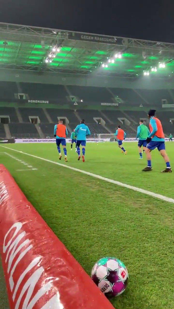 🔵⚪️ 加油热身,准备比赛! 看@德国足球甲级联赛 上