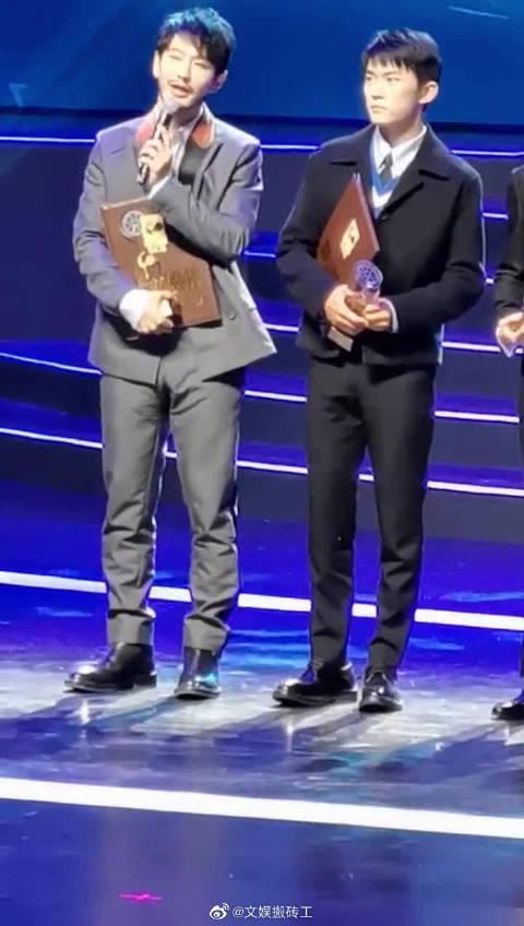 黄晓明再斩获金鸡奖最佳男主角 获奖感言不忘鼓励易烊千玺…………