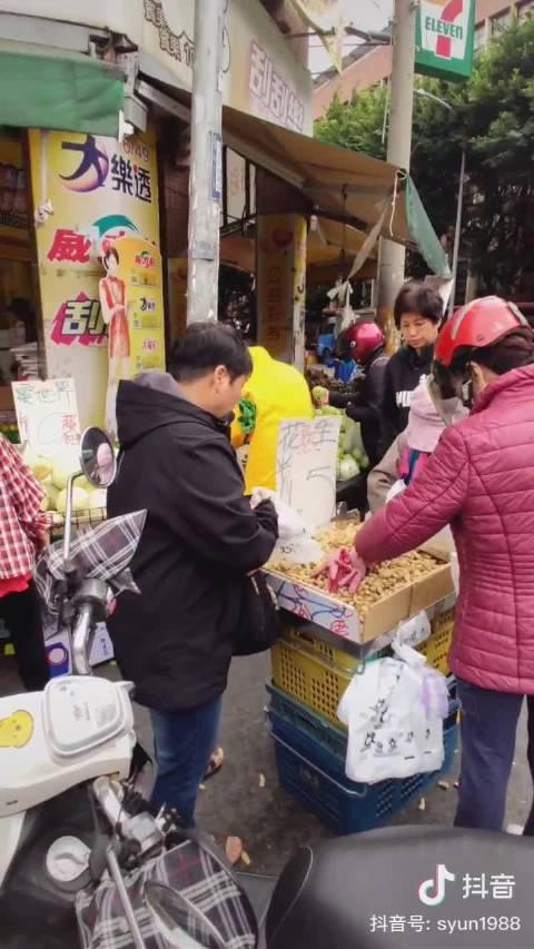 台湾省新竹市的菜市场,完全露天开放式