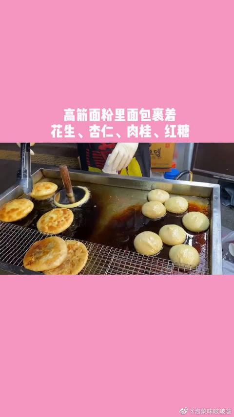 韩国街头美食,糖饼:肉桂与红糖的搭配。红薯:简单朴实的美食……