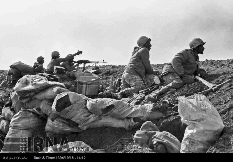 老照片 两伊战争中伊朗军队血战巴士拉  死的死伤的伤