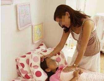 昆凌和5岁女儿分床睡,到了这个年龄,父母就要和孩子分床睡了