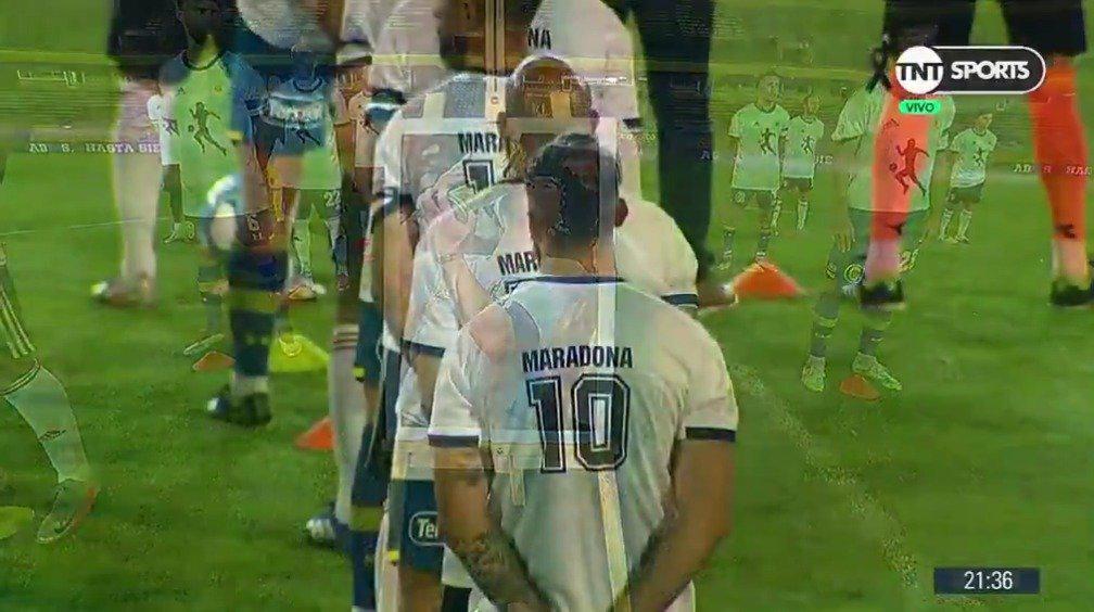 阿根廷的罗萨里奥中央队和河床队致敬球王马拉多纳……