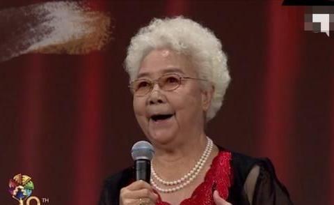 """92岁""""白毛女""""田华近照罕曝!鹤发童颜气质佳曾5年失去四位亲人"""