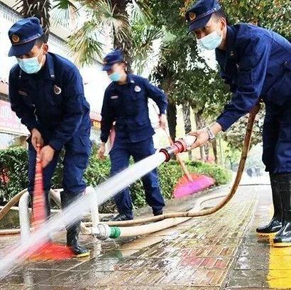 """丽江市森林消防支队:""""志愿清洁""""扮靓古城"""