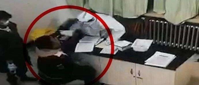 拘留7日!男子做核酸检测时一拳头打了护士 只因嗓子不舒服...