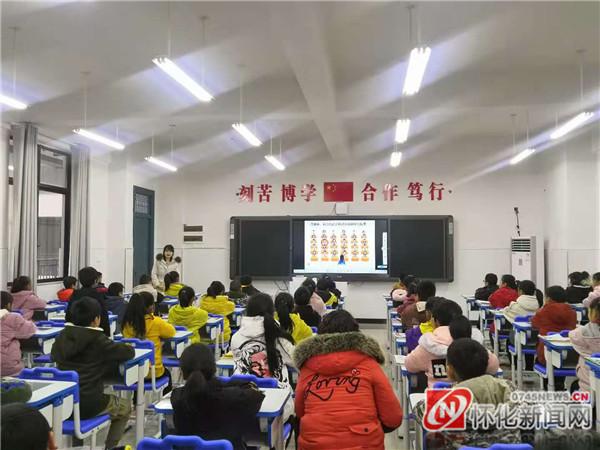 新晃:省名校送教到侗乡 引领帮扶助成长