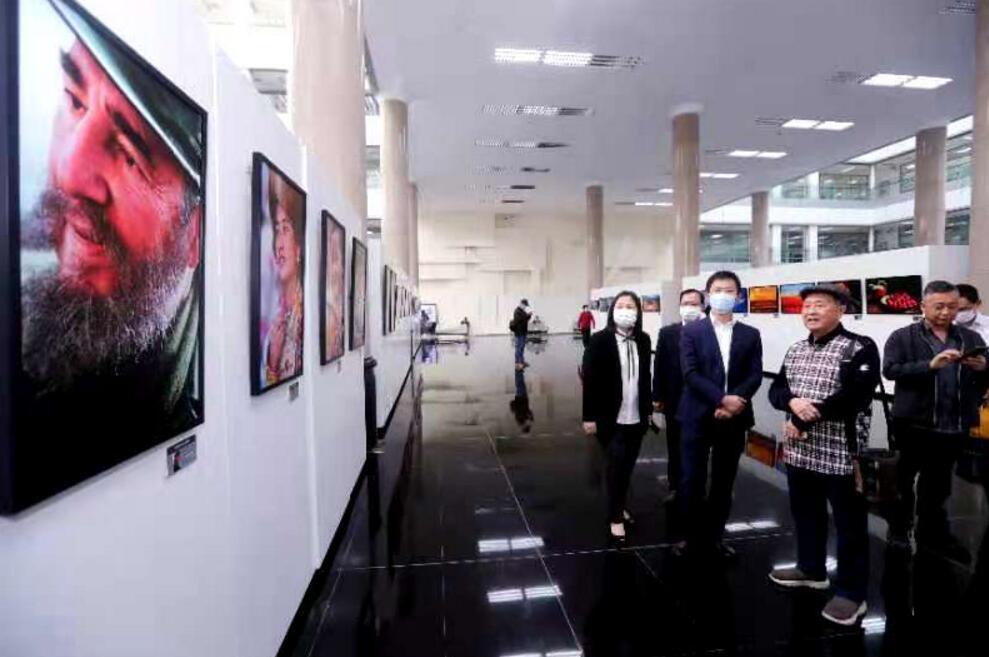 东莞市民摄影周开幕《品质东莞》城市画册首发