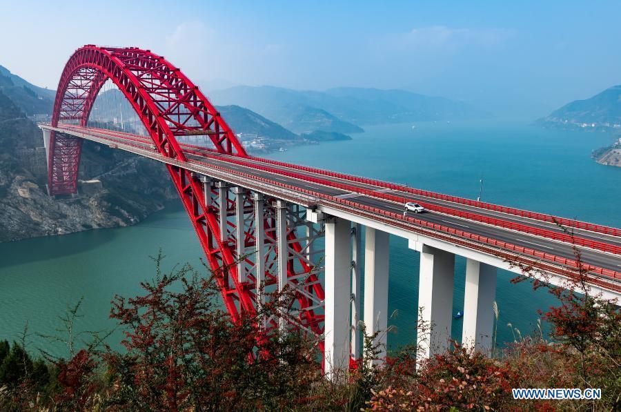 Photo taken on Nov. 29, 2020 shows the scenery of Zigui Yangtze River Bridge in Zigui County of Yichang, central China's Hubei Province. (Photo by Zheng Jiayu/Xinhua)