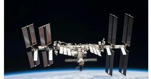 国际空间站宇航员隔空发文庆祝感恩节