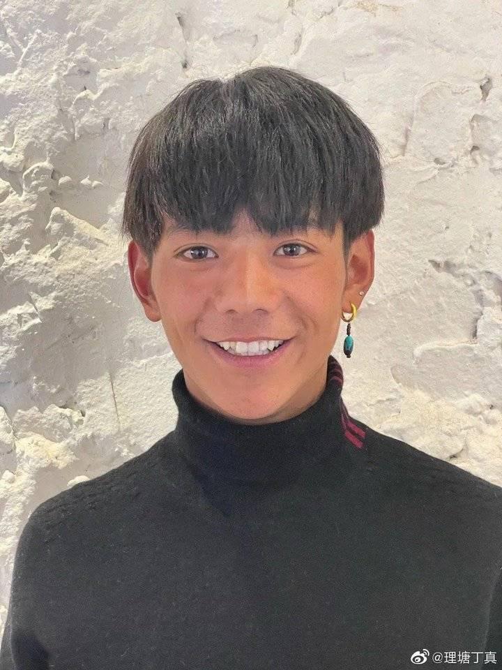 热闻区|四川理塘丁真签约公司总经理:暂拒一切综艺邀请