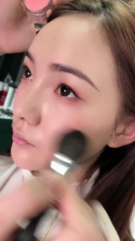 涂抹腮红的小技巧 :香香造型