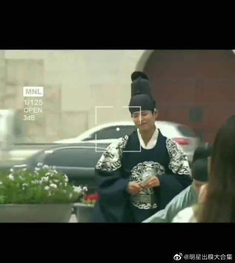 朴宝剑履行公约在景福宫门前跳舞 这个大男孩太可爱了吧!