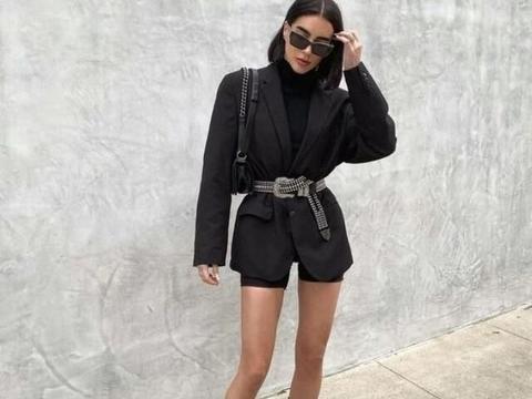 黑色厚底靴打造休闲风格,配上布劳森外套准没错