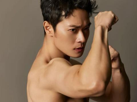 曹俊32岁不再低调,仅凭一张肌肉照火上热搜,网友:这才是男神啊