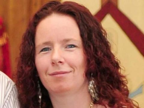 英女子为换房放火烧家,烧死6个孩子,仅服刑8年半就获释引争议