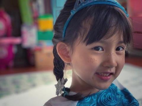 黄磊晒多妹为姐姐加油语,错字引人发笑,多多气质成熟优雅像妈妈