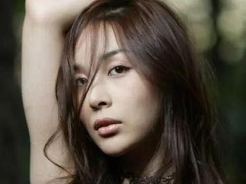 """""""韩国第一变性美女""""河莉秀叹变美代价大,45岁已经历两次更年期"""