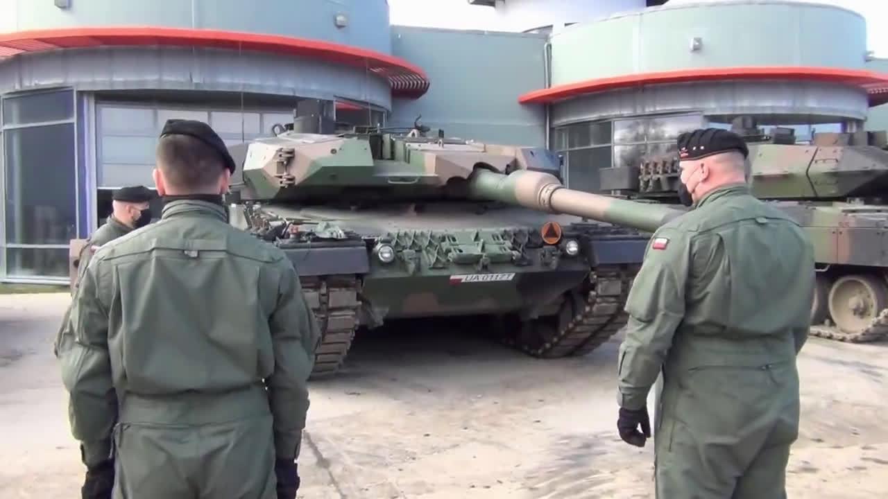 """11月,波兰LEOPARD培训中心接收首辆""""豹2""""PL"""