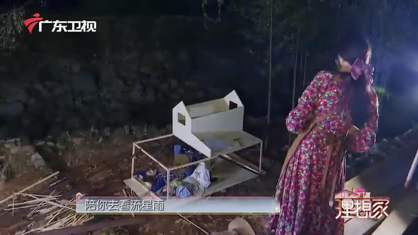 芒果TV艺人伊能静帮袁咏琳黄雅莉拍照