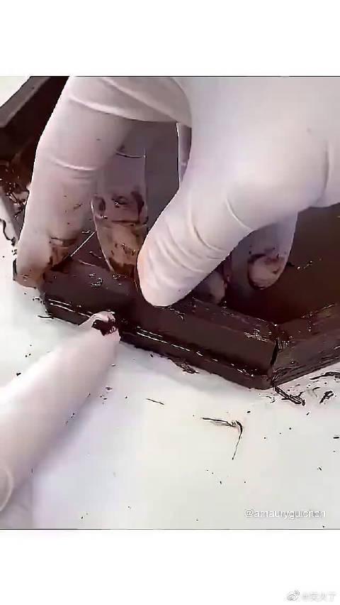 一个木工去做巧克力 这还怎样下的了口