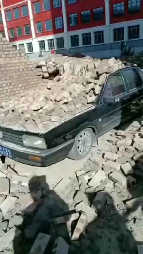 停车需谨慎,小心一秒变砖车了