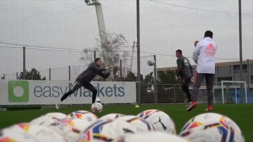 卢宁: @UEFA欧冠联赛 🇪🇸 备战对阵顿涅茨克矿工的比赛 !!!