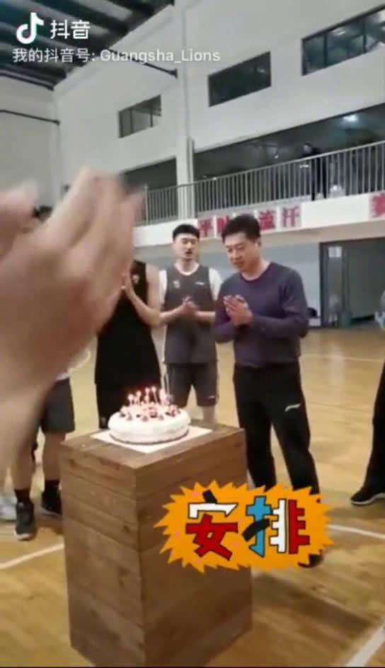 今年@浙江广厦男篮 主帅李春江指导过生日时…………