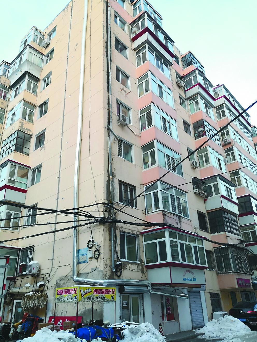哈尔滨市道里区一面街54号院二楼居民饱受油烟噪声之苦谁管?