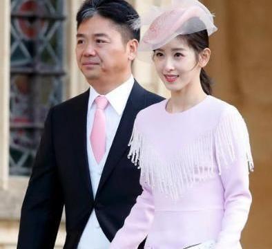刘强东娇妻章泽天官宣喜讯,自曝迎来家庭新成员,与其温馨互动