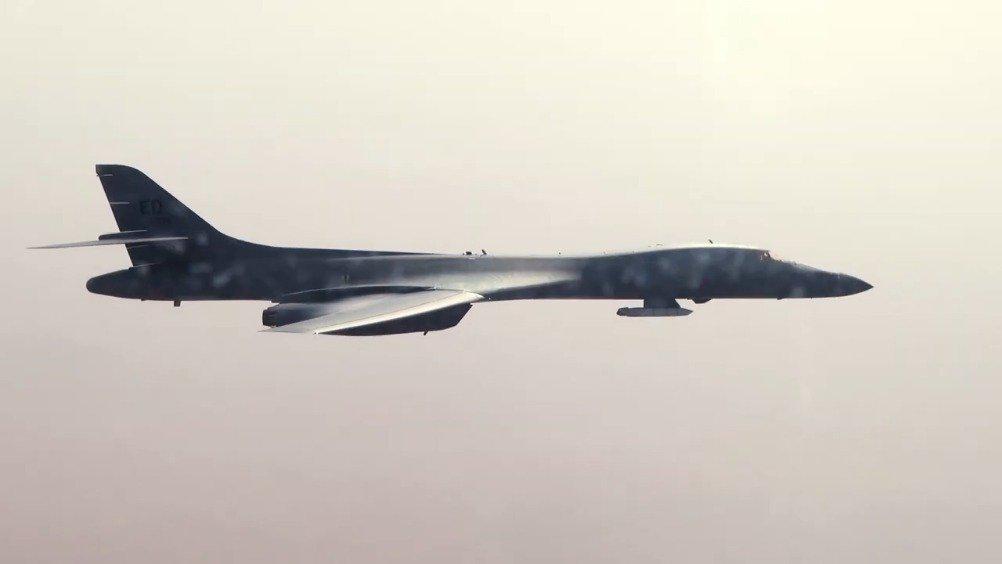 """美空军试验表明B-1B""""标骑兵""""轰炸机可外部携带高超声速武器"""