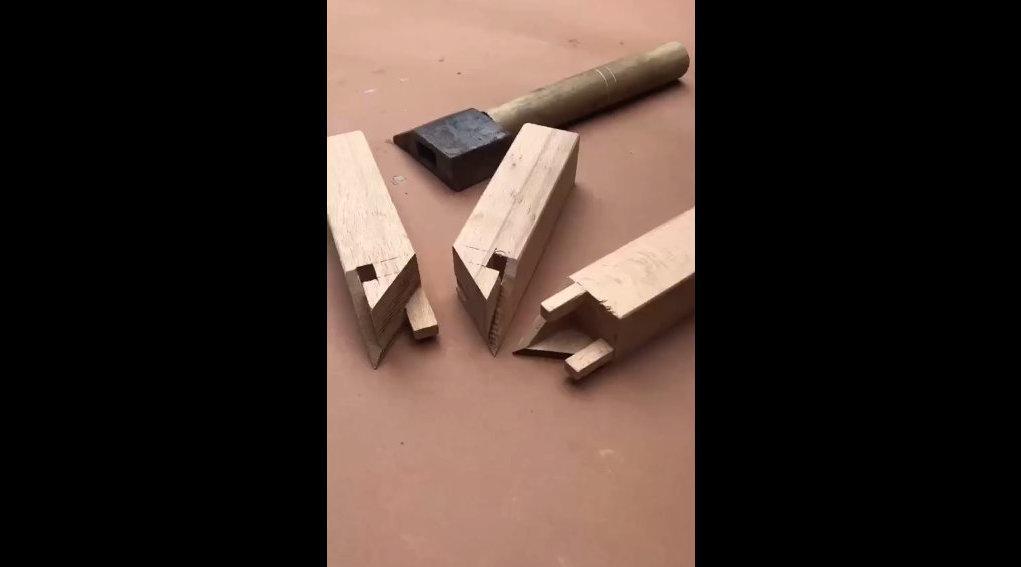 大家熟知的粽角榫,有点小难度,木工出师必备技能。 情怀木匠