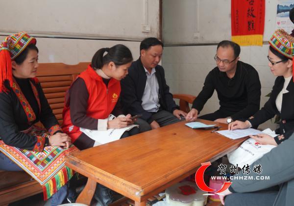 贺州市、区级统计部门开展人普宣传进瑶乡活动