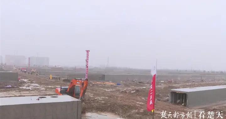 废旧池塘变身武汉最大人工湿地,市民逛公园还能踢足球