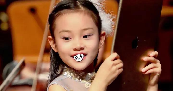 8岁甜馨变美太多,纱裙造型似小仙女,气质比妈妈李小璐还要出挑