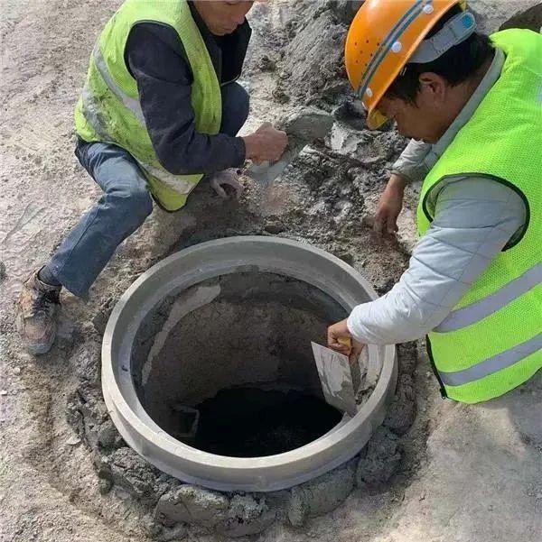 贵阳机场附近脱落的井盖修好了 | 网络问政
