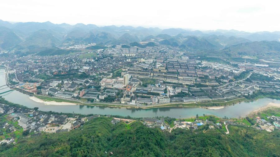 Photo taken on Nov. 28, 2020 shows a distillery surrounded by Chishui River in Maotai town of Renhuai, southwest China's Guizhou Province. Maotai is a small town in Renhuai City in mountainous Guizhou. What distinguishes it from other towns is that it produces a famous brand of Chinese liquor Moutai. The spirit, made from sorghum and wheat, takes up to one year for the whole production process, involving nine times of steaming, eight times of fermentation and seven times of distillation, before aged in clay pots. (Xinhua/Ou Dongqu)