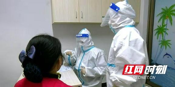 张家界:桑植县人民医院开展新冠肺炎感染应急处置实战演练