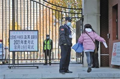 国家公务员考试开考 平均61人竞争1个岗位