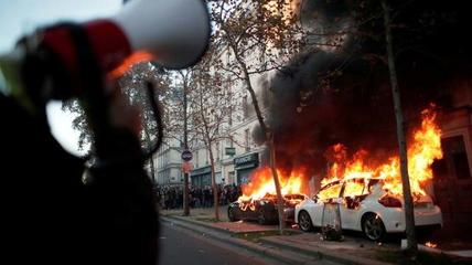 法国多个城市发生游行示威,至少46人被警方逮捕